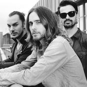 Thirty Seconds to Mars – Walk On Water
